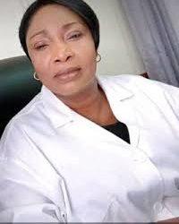 Vrai, le Dr Anastasie Akamba, directrice de l'hôpital de district de la Cité Verte, est décédée des suites de Covid 19